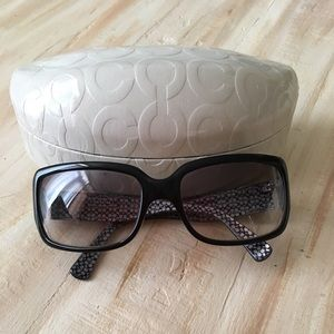 Black Coach sunglasses with case Delphine (S443)